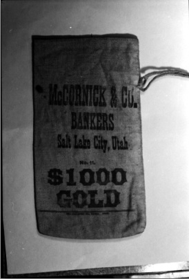 $1000 gold sack - Wood Livestock
